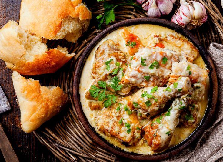 Pui în sos cremos de vin alb | Retete culinare - Romanesti si din Bucataria internationala