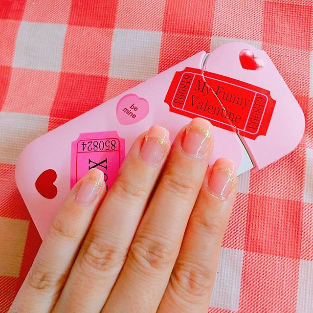 ネイルチェンジ。  久しぶりフレンチにした🐷🍓 ピンク×ゴールド大好き🍒  爪長くなりたいなー チビ爪だから何やってもかっこよく決まらない💔  #セルフネイル#ジェルネイル#ピンク×ゴールド#フレンチネイル#チビ爪#甘皮はやっぱり処理しない人#めんどくさいの