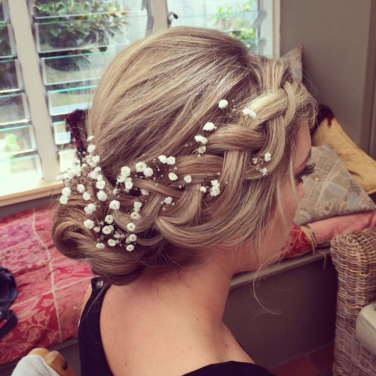One of my gorgeous brides a couple of weeks ago. Love this hair style. Tonnes of fun creating it x