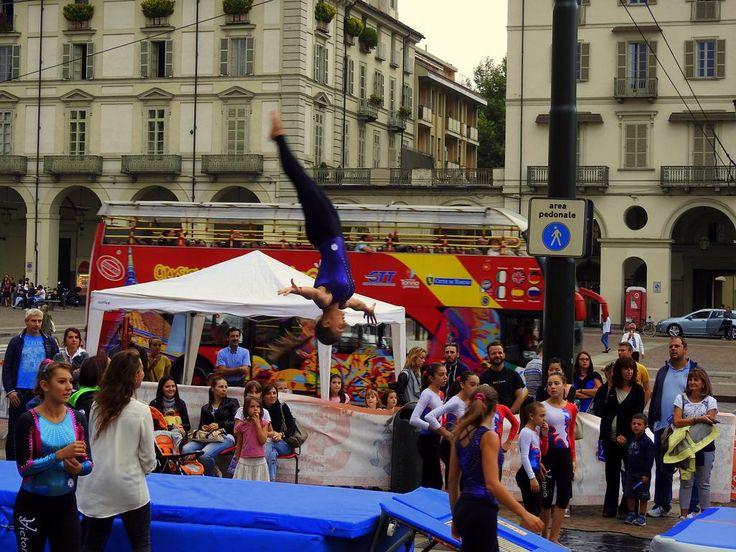 Lo SPORT scende in Piazza ... Vittorio ... che salti ragazzi!