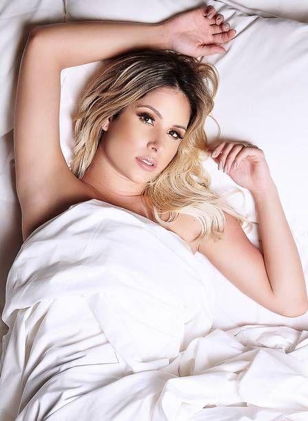 Thyane Dantas, mulher de Wesley Safadão, posa sexy na cama