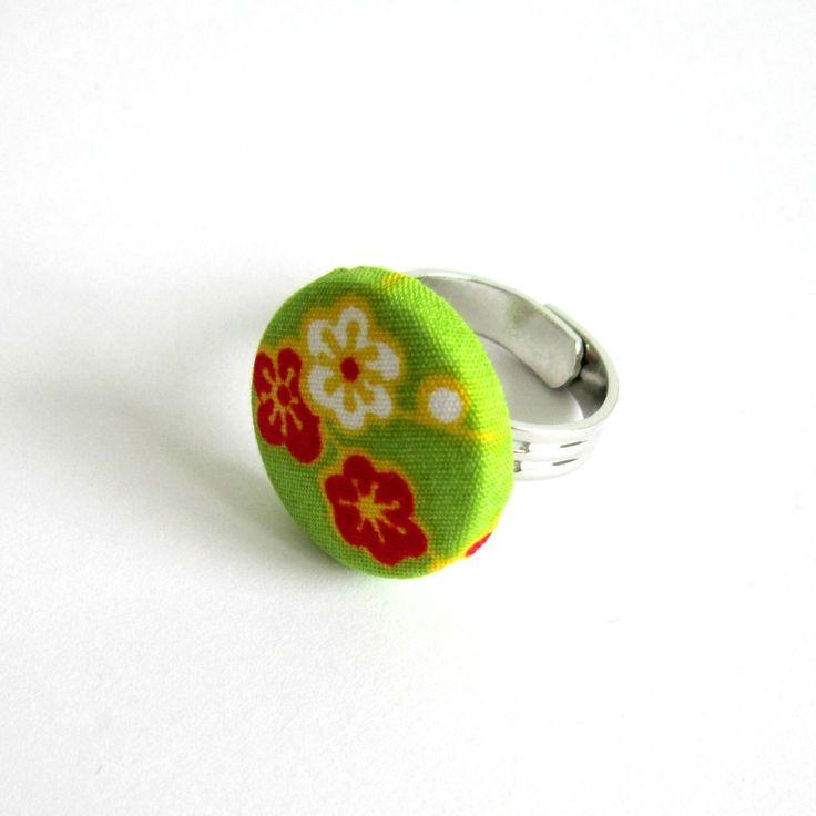 Bague réglable fleurs de cerisier, vert, rouge, jaune, blanc, cabochon tissu japonais : Bague par color-life-bijoux