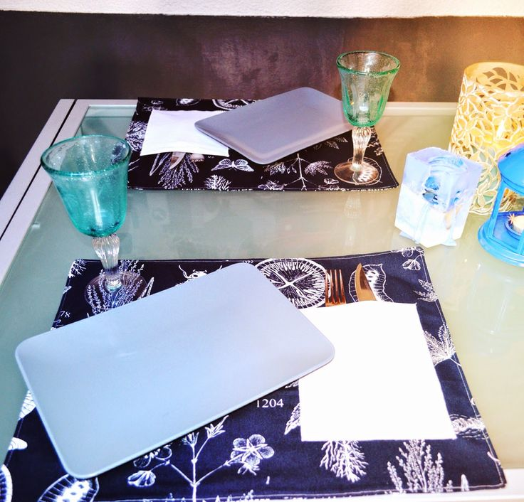 Wonderland: Table setting:blue.