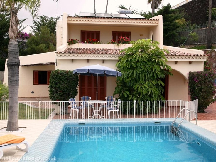 3 bedroom villa in Playa de Las Americas to rent from £806 pw. With balcony/terrace, TV and DVD.