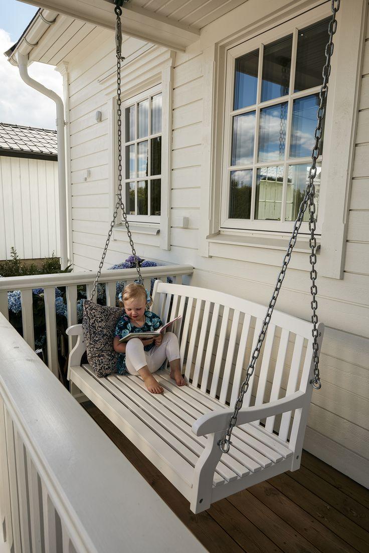 Ett vinkelhus med en helt ny vinkel Välkommen till Västerås och Johan Arvidsson och Clara Anderssons vackra och personliga Villa Sjövik. Johan och Clara och deras två små barn bodde ursprungligen i en lägenhet centralt i staden. Som så många andra småbarnsfamiljer drömde de om större plats och en trädgård …