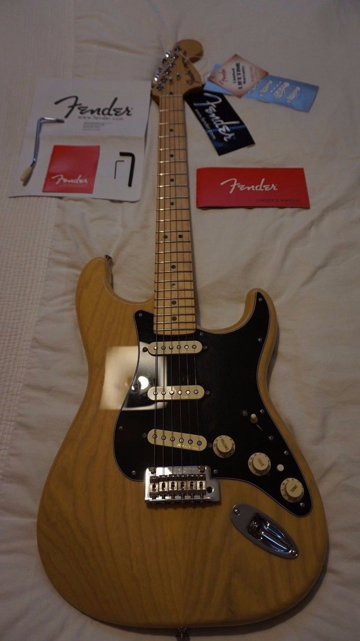 DELUXE FENDER GUITAR MEXICAN STRATOCASTER BLONDE WITH CASE