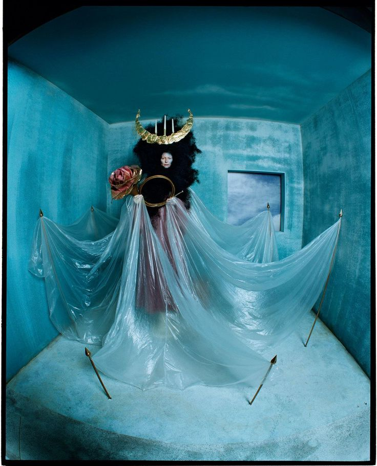 tim walker fotografa la surreale regalità di tilda swinton | look | i-D