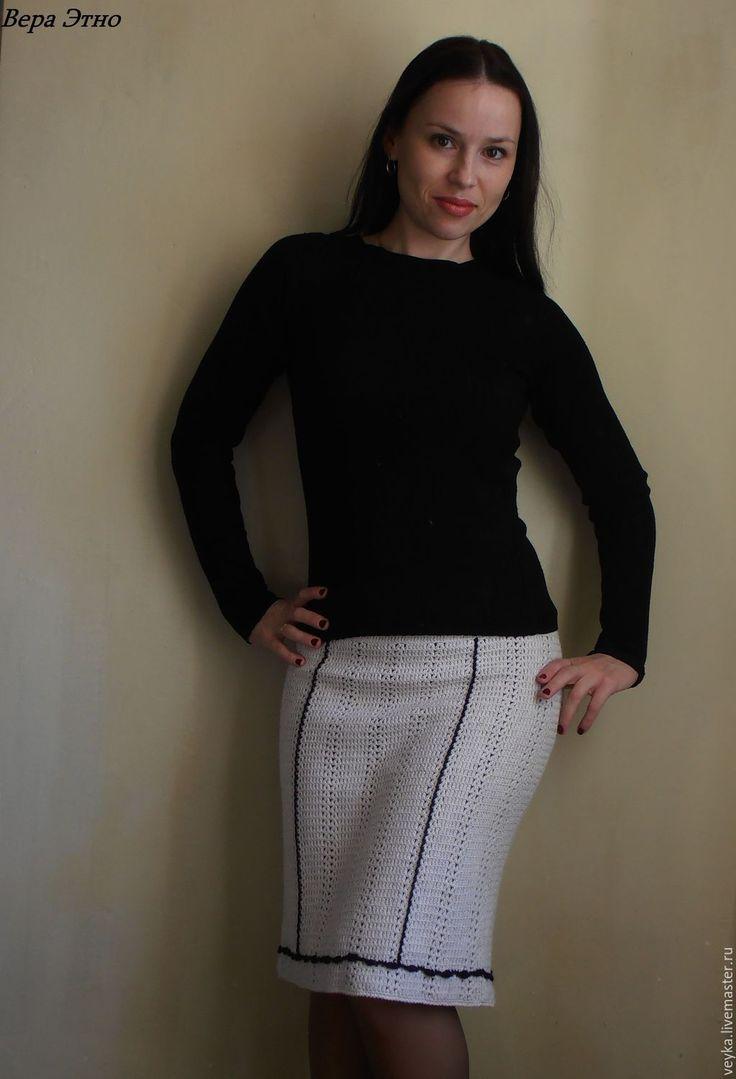Купить или заказать Вязаная юбка 'Ночь.. ' в интернет-магазине на Ярмарке Мастеров. Теплая зимняя юбочка из итальянской шерсти с подкладом. Очень приятна на ощупь и совсем не колется. Интересный цвет позволяет сочетать с абсолютно разными оттенками серого и черного. С длинным пальто можно носить, как зимний вариант. Шерсть - меринос безумно мягенькая …