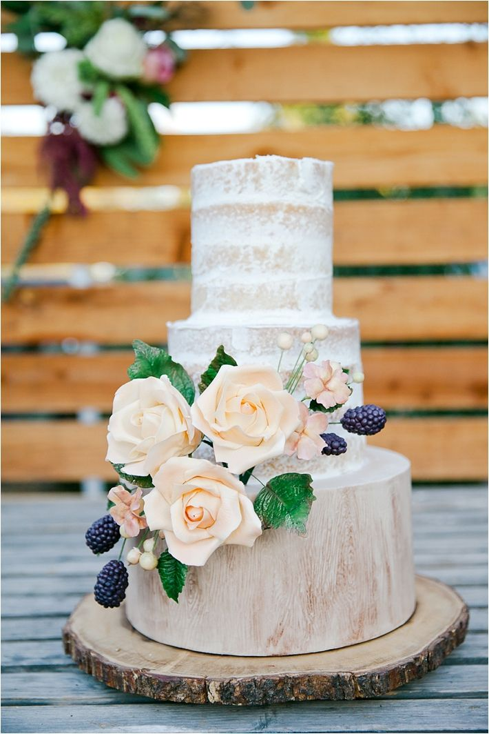 Such a pretty naked rustic wedding cake! Cake by RooneyGirl BakeShop // Photography by Tiffany Amber Photography