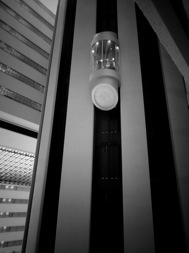 #lignes #pattern #b&w #light #meridian #hotel #technology #innovation #modern #photography #elevator #ascenceur #up #and #down