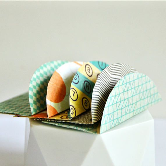 Green Small Envelopes 5 w. cards/ seals  Patterned