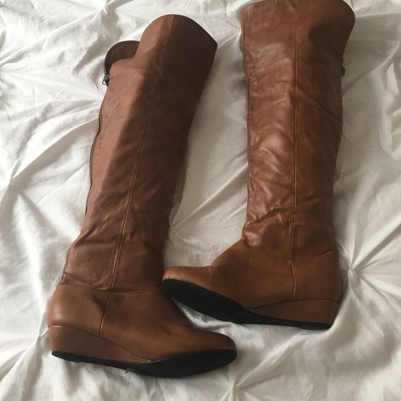 Brown wedge boot Brown wedge boot worn a few times but still in very good condition :) Forever 21 Shoes Heeled Boots