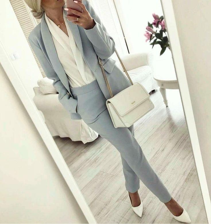 Ich liebe den blauen Anzug und den Stil der weißen Muschel  #anzug #blauen #lie…