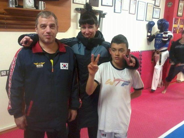 ΜΙΑ ΟΜΑΔΑ ΜΙΑ ΓΡΟΘΙΑ ΜΕ ΤΟΝ ΔΑΣΚΑΛΟ ΜΑΣ!!!! — με τους Fwfw Mpirmpa και Pete Paleologou στην τοποθεσία A.C.Acharnon Palaiologos Taekwondo & Kyuktooki.