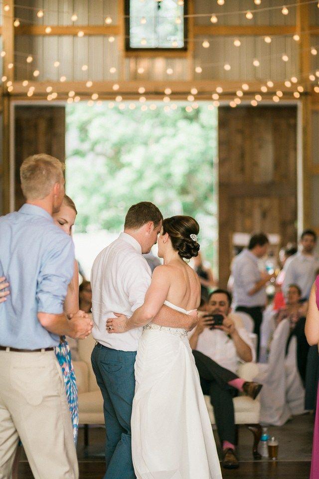 Iowa Barn Wedding At Diamond Oak Events In Clear Lake Ia Photo By Chelsea Dawn Weddings