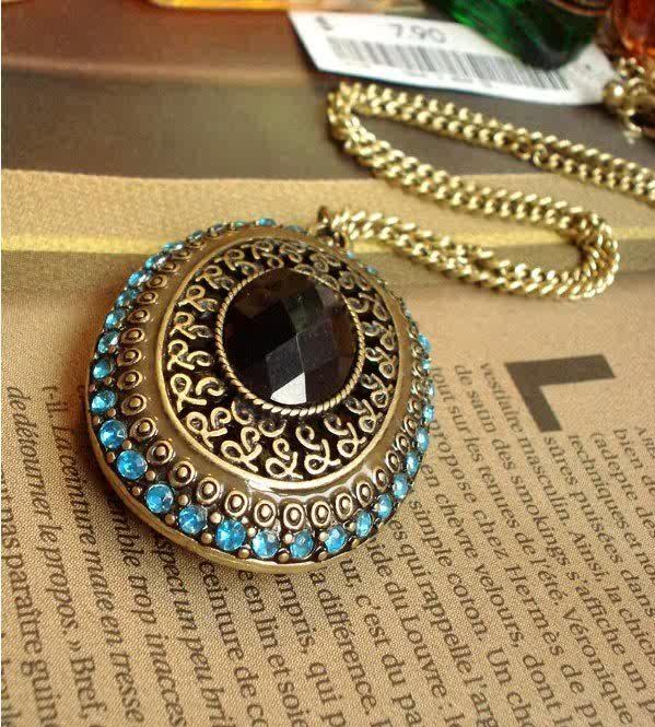 This gem will do nicely to glam up your jeans and sweater or could compliment a more glitzy outfit.