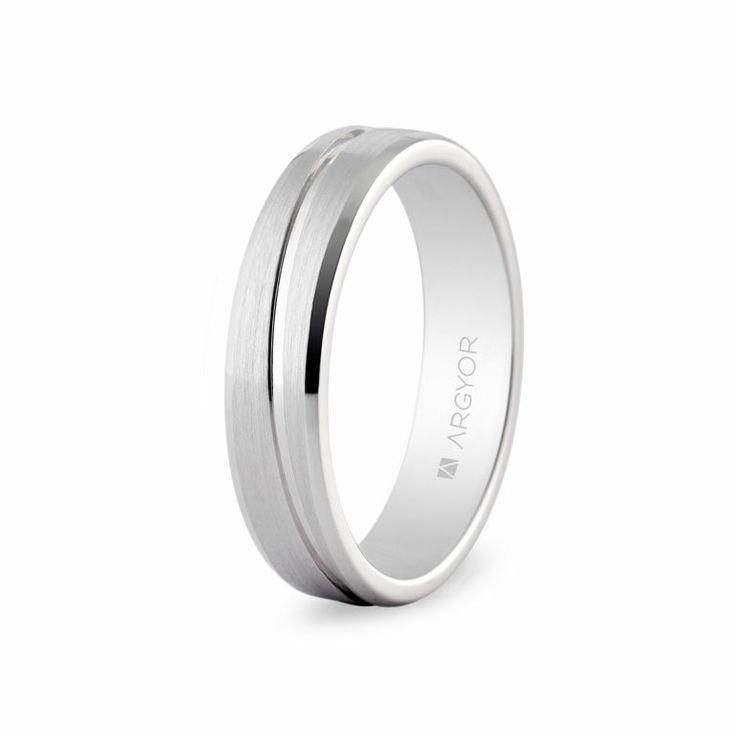Anillo de boda de platino. Anchura; 4 milímetros. Modelo 0594005 de Argyor.