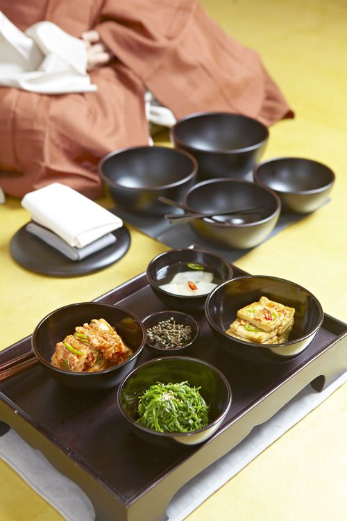 What is Korean Temple Food? - You are what you eat Baru gongyang: the communal vegetarian meals served at Korean Buddhist temples [ The Inside Korea / 인사이드코리아 ]