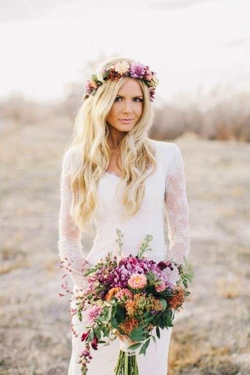 Peinados boho-chic: fotos look para novias - Peinado novia boho chic con corona de flores