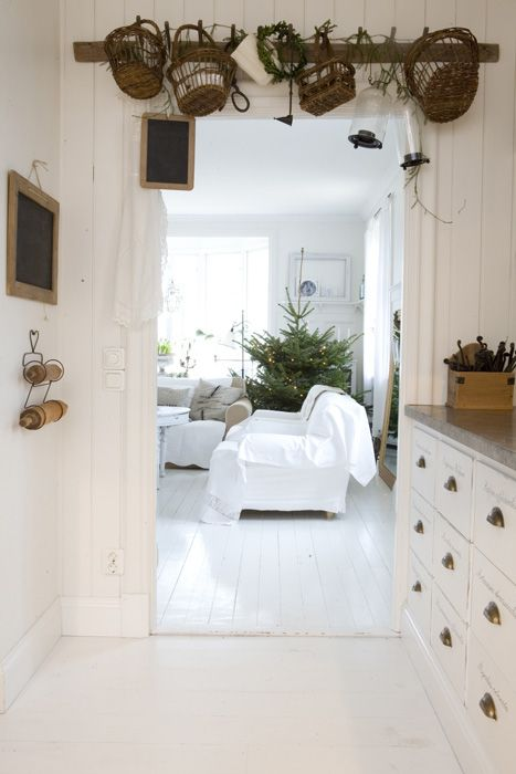 ♥Love the light and white rustic chabby chic decor♥
