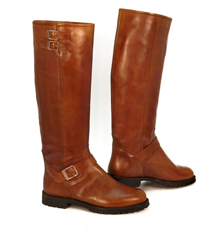 Runnerbull is a new leading Italian brand specialized in manufacturing good quality boots for men and women. Get a fine collection of various attractive boots at reasonable price.