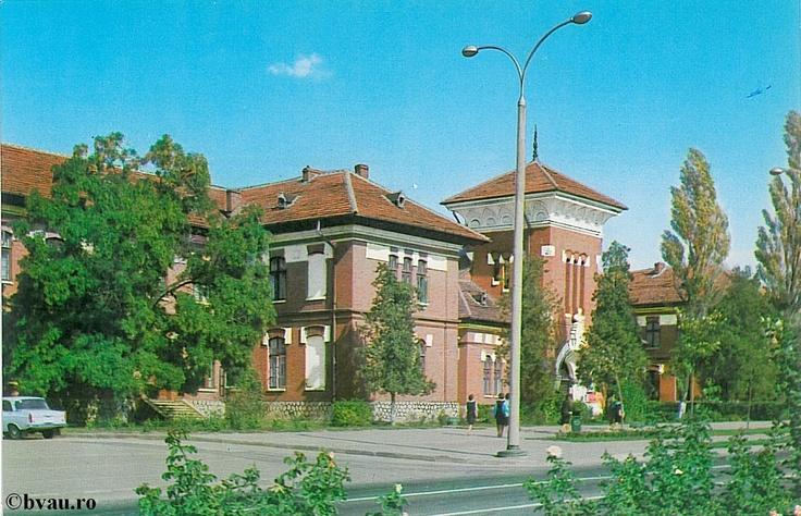 """Liceul Pedagogic """"C. Negri"""", Galati, Romania, anul [197_?].  Imagine din colecţiile Bibliotecii Judeţene """"V.A. Urechia"""" Galaţi."""