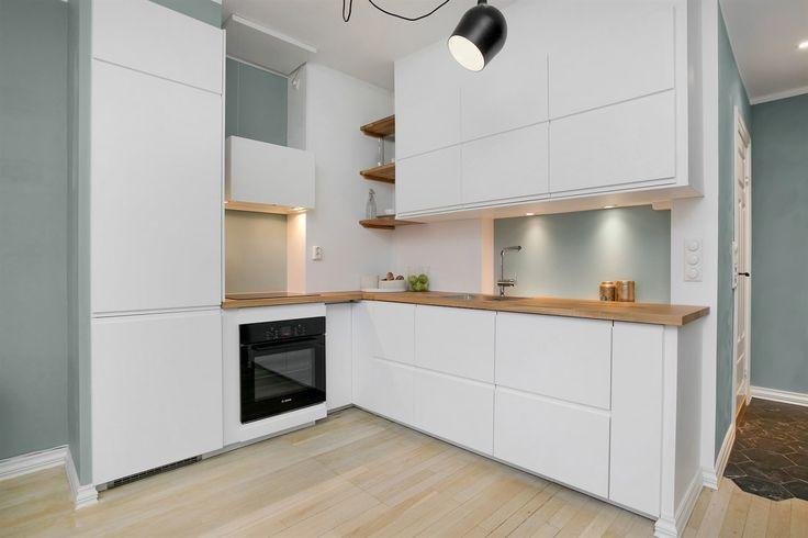 FINN – ST. HANSHAUGEN / LINDERN - Nydelig 3-roms med solrik balkong. Utleie tillatt. Originale tregulv. Kjøkken og bad 2016. Flott beliggenhet på et høydedrag.