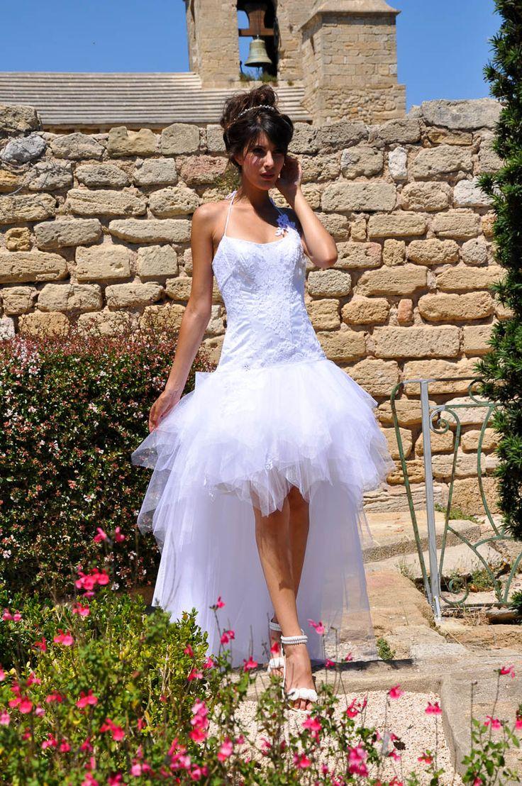 Longue pour la cérémonie, courte pour la soirée, étonnez vos invités avec cette robe transformable.