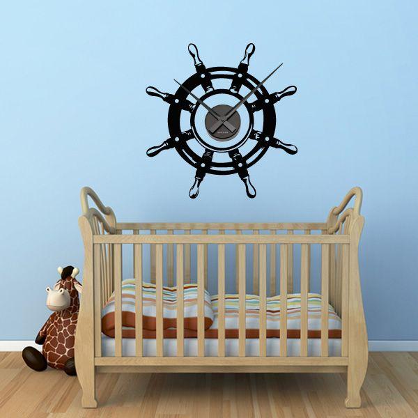 Eine Uhr mit dem Design eines Schifflenkrades bringt etwas maritimes in die Einrichtung. #maritim #Schiffslenkrad #Wadeco // http://www.wadeco.de/schiffslenkrad-uhr-wandtattoo.html