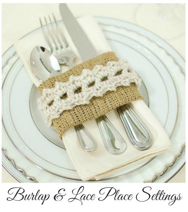 Add shabby chic vibe to your Thanksgiving table with these burlap and crochet place settings. FREE pattern and tutorial! #crochet #tutorial