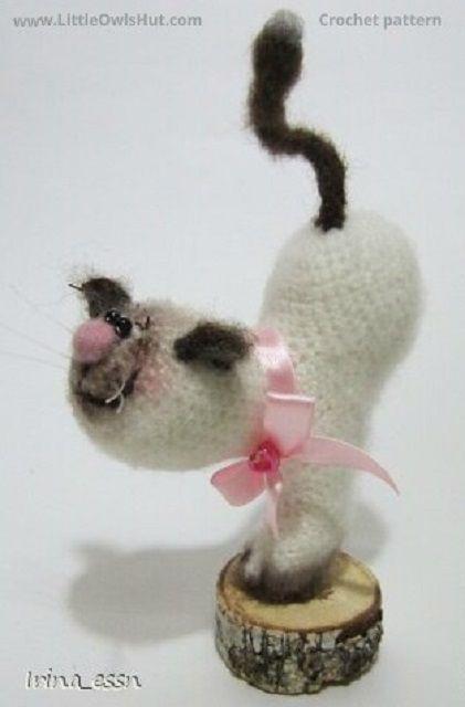 Project by IrinaRa. Crochet pattern by Pertseva Cat Heart ValentinCat 14 February Ravelry #LittleOwlsHut, #Amigurumi, #CrohetPattern, #Crochet, #Crocheted, #Cat, #Pertseva, #DIY, #Craft, #Pattern, #Valentine's, #14February