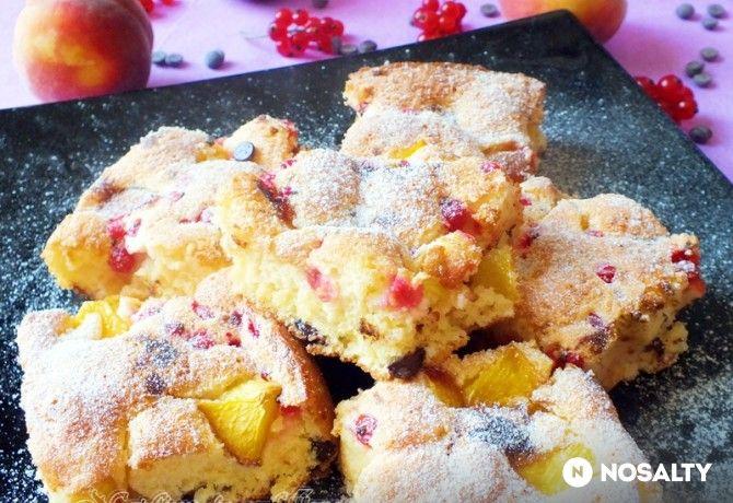 Őszibarackos-ribizlis kevert süti