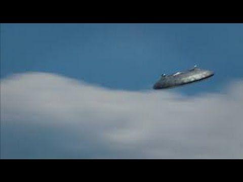 """- UFO e ALIENI - incredibile , UFO filmato CHIARAMENTE sorvola una montagna  Filmato INEDITO ...  Iscriviti ora al canale per rimanere sempre aggiornato, ogni giorno video introvabili!  [button color=""""black"""" size=""""medium"""" l... http://webissimo.biz/ufo-e-alieni-incredibile-ufo-filmato-chiaramente-sorvola-una-montagna/"""