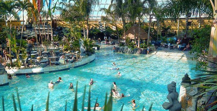 Niet iedereen heeft de plaats of de zin om een zwembad op te zetten en te onderhouden. Bovendien is het weer in ons kikkerlandje zo ontzettend wisselvallig dat het vaak niet de moeite waard is. Voor alle tips ga naar www.budgi.nl #vakantie #zwembad #zwemmen #zon #water #subtropisch zwembad #glijbaan #nederland #uitje #tips #goedkoop #besparen #budget #budgi