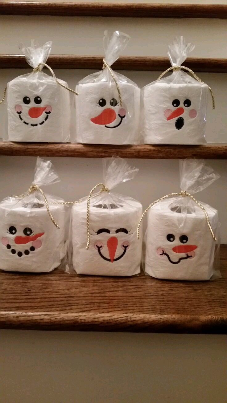 Crea sencillos y pequeños obsequios navideños con forma demuñeco de nieve. Cualquiera de estos detalles resultan muy fáciles y económicos:...