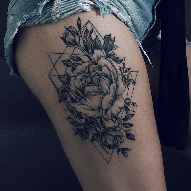 bora malhar perna e bunda pra valorizar essa obra de arte que @fredalvestattoo fez  paxonadinha nessa tattoo