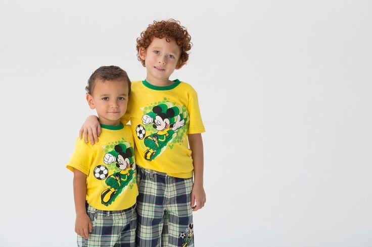Para los niños también recomendamos el día de hoy un look de nuestro grupo Disney By EPK. Mickey es el protagonista.