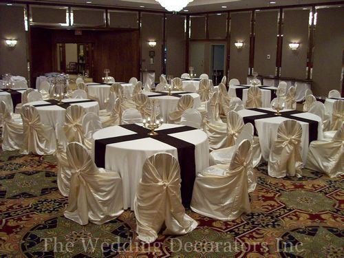 kiola round tables with runners see how it looks nice table decor