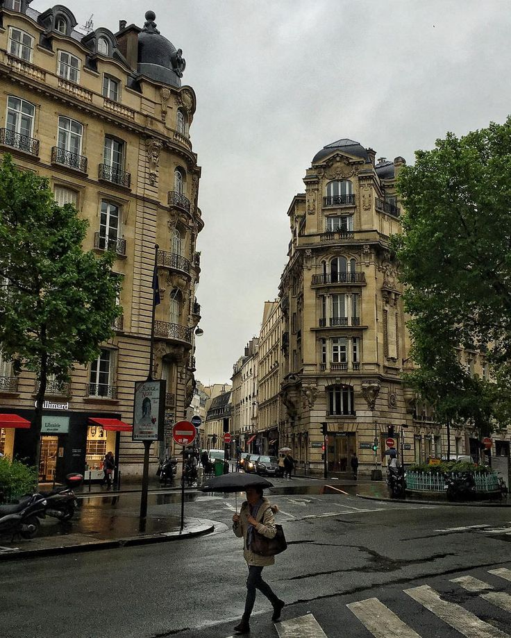 A rainy day in #Paris. Paris looks like nothing has been torn down for more than 100 years. --------------------------------------------#oldbuildings #building #archilovers #architecture  #architecturelovers #awesupply #ig_ometry #beautifulbuilding  #archi_ologie #ic_architecture #travellingthroughtheworld #building_shotz #Oldcopenhagen #be_one_architecture #oldarchitecture #oldbuilding #houses_ofthe_world #srs_buildings #oldhousecharm #housestalker #oldhouselove #beautifulhouseoldandnew…