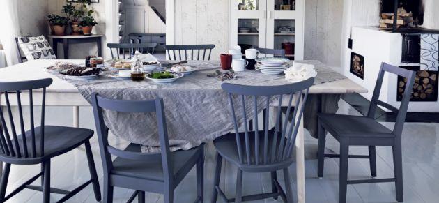 Stolar målade i äggoljetempera