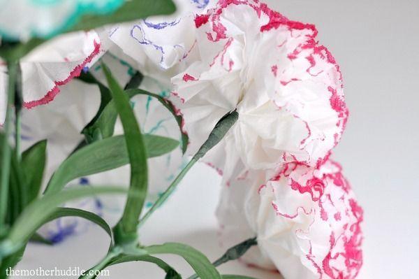 Ramo de claveles diy sencillo de hacercon papel desteñido con rotulador para san valentin