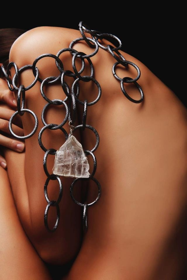 chain with one unique crystal coming up from Crete / photo:Aris Rammos