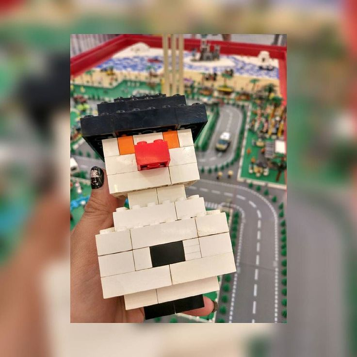 No matter how abandoned and alone we feel somehow somewhere someone knows and cares... - anonymous.    Snowman Lego.  Lego Christmas at @sms_serpong   #merrychristmas #lego #christmaslego #snowman #instamoment #instagood #happysunday