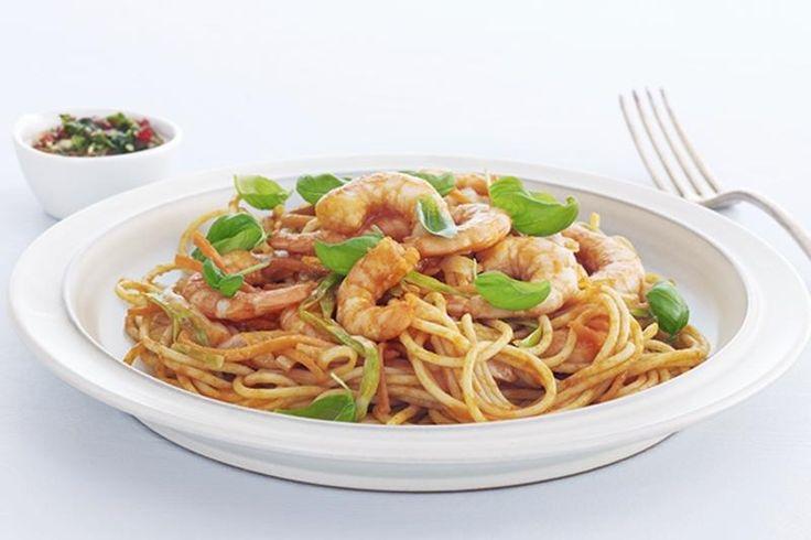 Spaghetti med scampi og tomatsaus