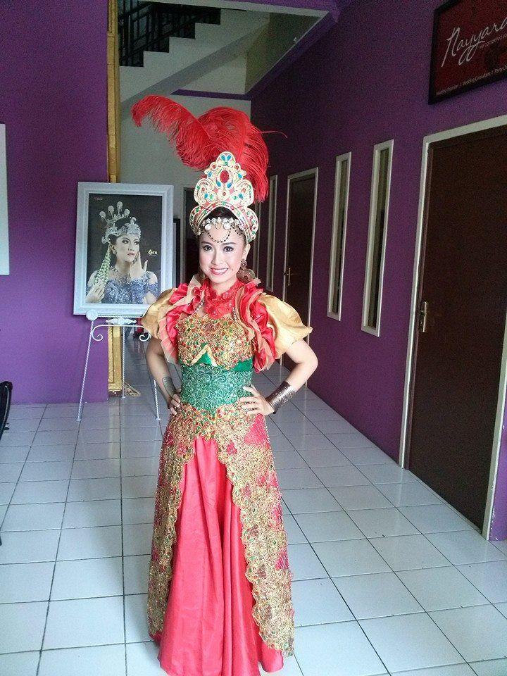 Nok Ipon. Penari Tradisi. Sunda. Cirebon. STSI Bandung.