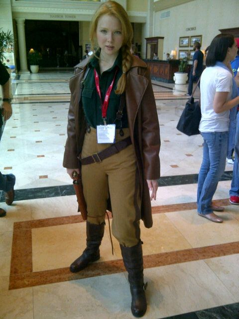 Molly Quinn from Castle dressed as Mal from Firefly who was played by her TV dad.