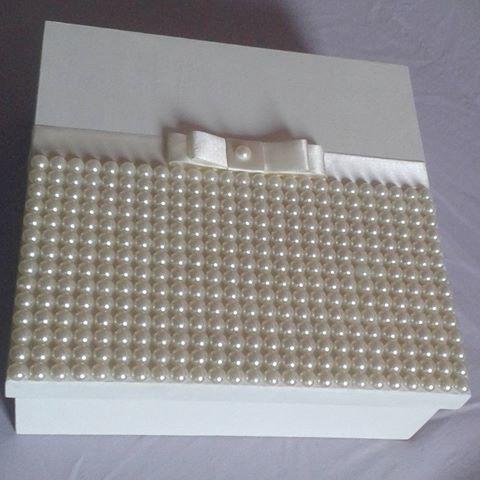Caixa de MDF com pérolas .. #boanoite #momentos #em #lembranca #lembrancinha #para #sua #festa #casamento #wedding #bride #weddings #festas #aniversarios #chadebebe #chadecozinha #feitoamao #artesanato #feitocomamor #caixademdf #mdf #personalizado #caixadecorada #facasuaencomemda #caixadeperolas