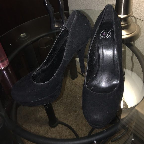 Black pumps sz 6 Cute suede black pumps Shoes Heels