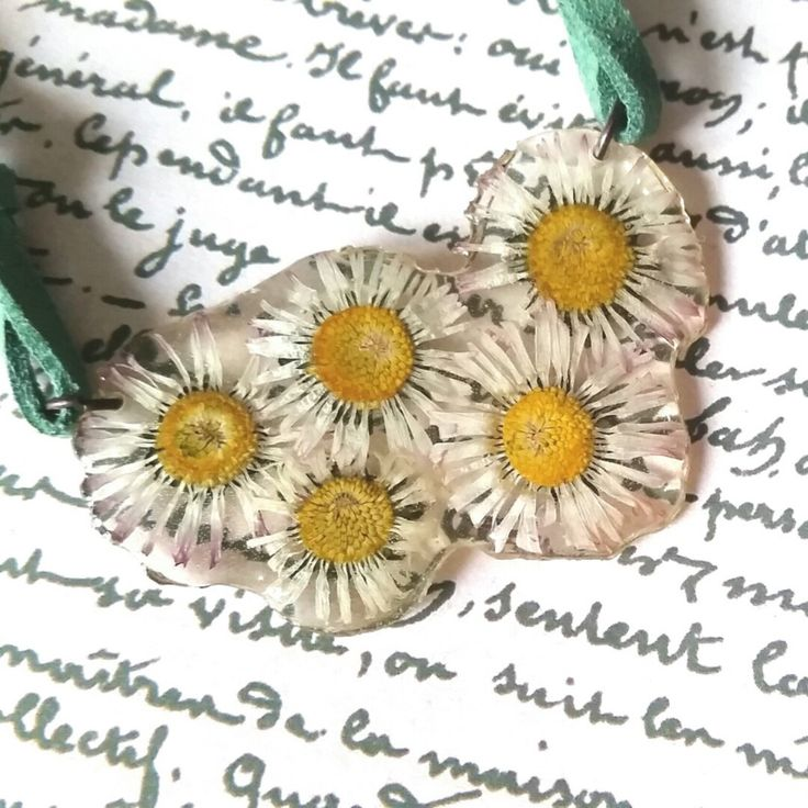 Bouquet of daisies for your neck..or wrapped around  your wrist- love boho!