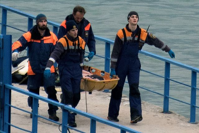 Bangkai pesawat Rusia ditemukan di Laut Hitam  Penyelam Rusia membawa mayat yang ditemukan di lokasi pesawat jatuh. (alarabiya/AFP)  Penyelam Rusia telah menemukan badan pesawat yang jatuh di Laut Hitam sejak Senin (26/12). Pecahan peswat sebelumnya ditemukan pada kedalaman 70 meter sekitar 15 km dari pantai Sochi Rusia. Pesawat Tu-154 tersebut membawa 92 penumpang dan dinyatakan tidak ada yang selamat. Pesawat menghilang secara misterius dari radar beberapa menit setelah lepas landas dari…